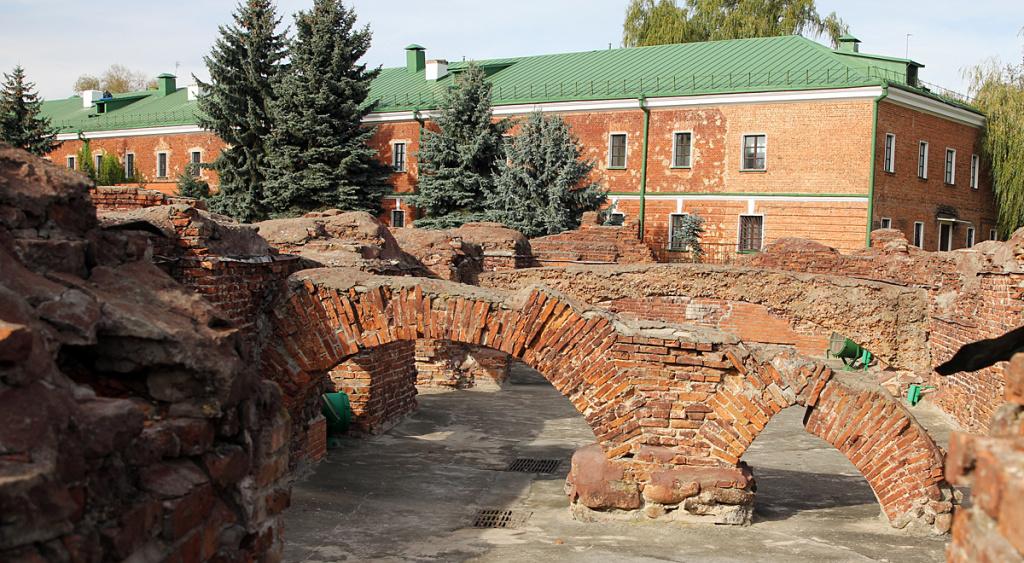 Руины у Белого дворца